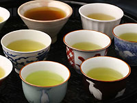 挽きたて宇治抹茶をたっぷり使った濃厚でとろけるようなスイーツが勢揃い。京都宇治 伊藤久右衛門